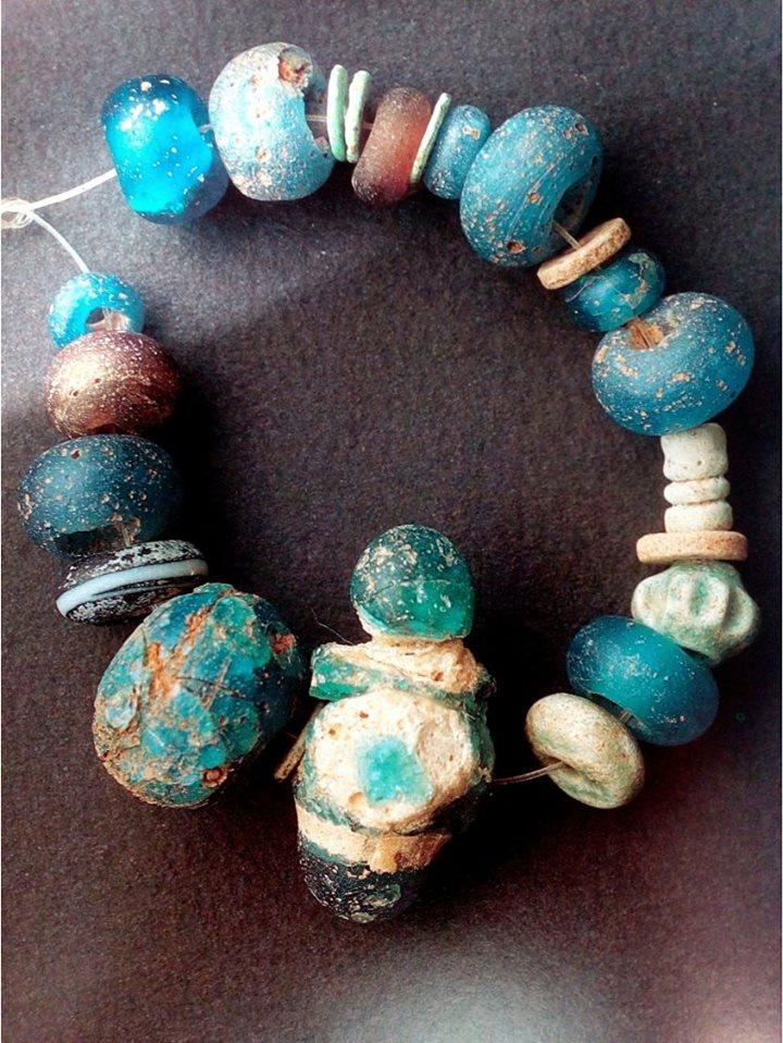 Collana di importazione micenea ritrovata a San Cosimo
