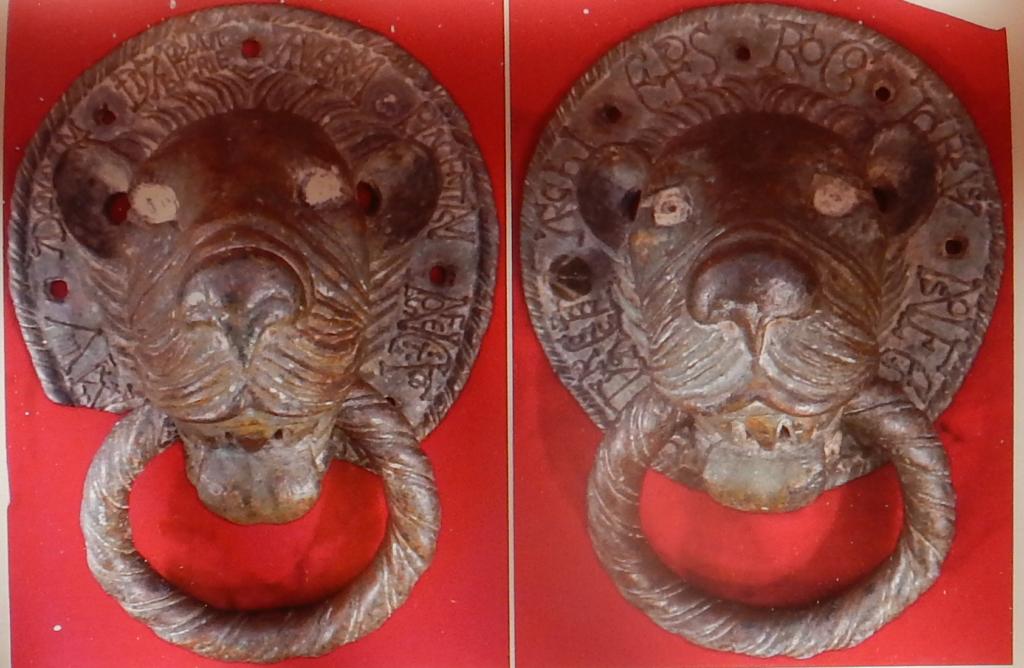 Battenti di bronzo ritrovati nell'Ottocento nella Cattedrale di Oristano