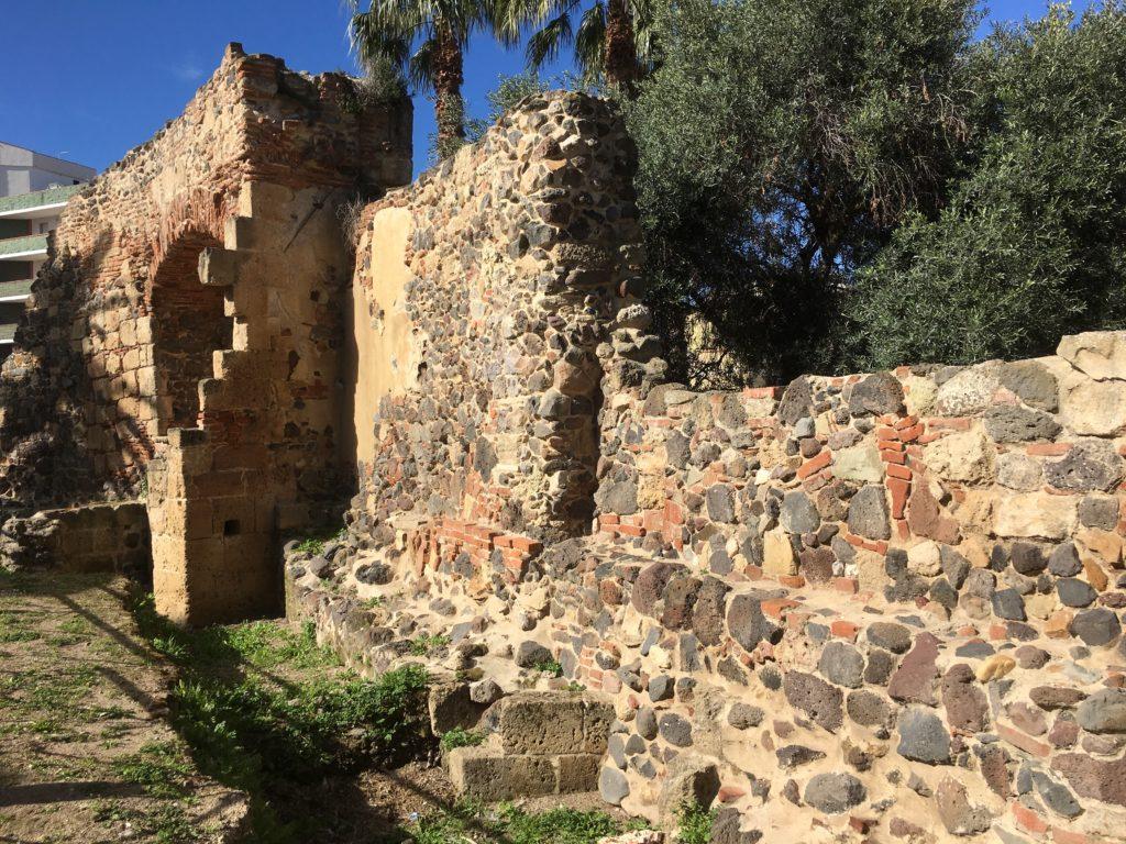 I resti delle mura di Oristano in Via Sant'Antonio.
