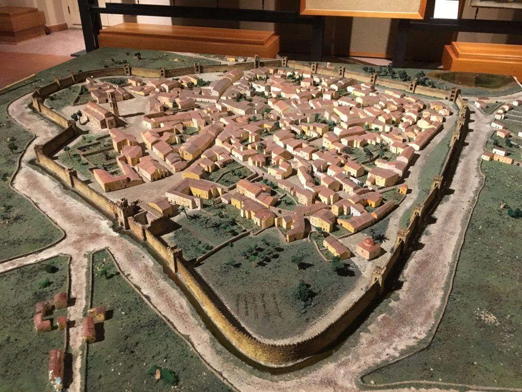 Plastico della città di Oristano nel XIV secolo esposto al Museo Antiquarium Arborense.
