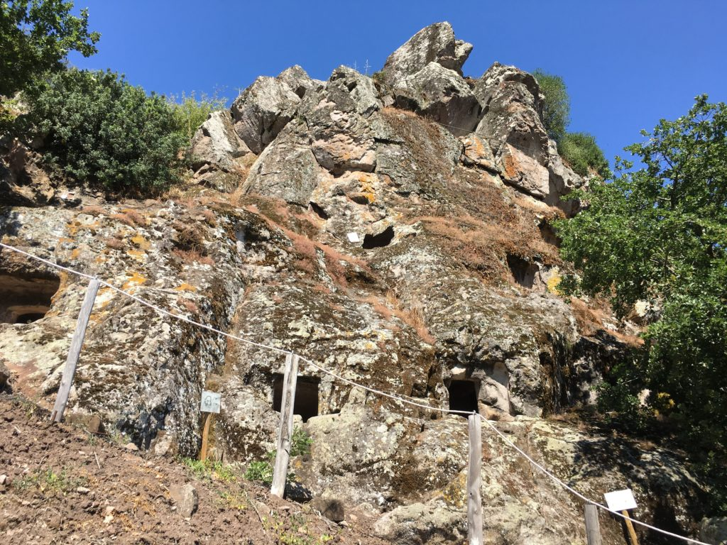 Domus de janas de Chirisconis a Suni, in provincia di Oristano