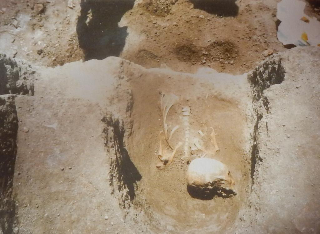 Fossa terragna nel sagrato della Cattedrale di Oristano