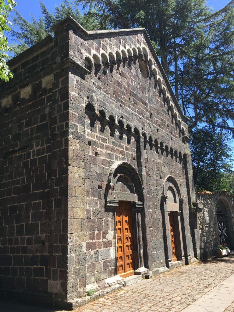 Portali della facciata della chiesa di San Leonardo