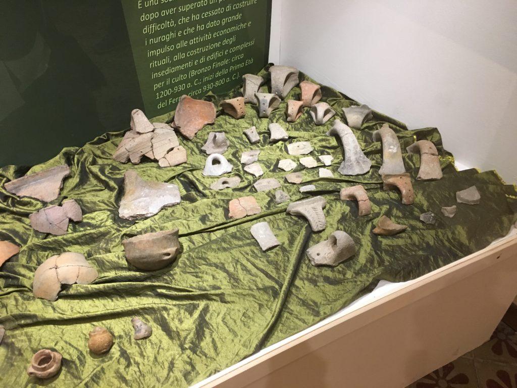 Materiali nuragici esposti nel Museo Casa Sanna