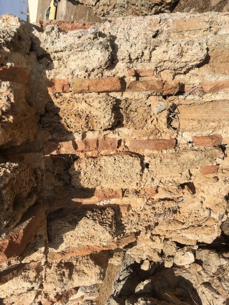Tecnica costruttiva del IV d.C. filari alternati di mattoni e arenaria