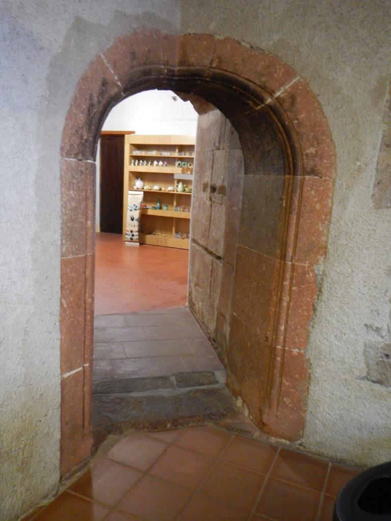 Porta ad angolo originale della Casa Aragonese