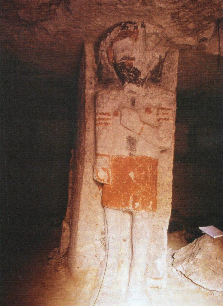 Altorilievo della tomba 7 con raffigurazione maschile, interpretata da Bernardini come lo stesso defunto.