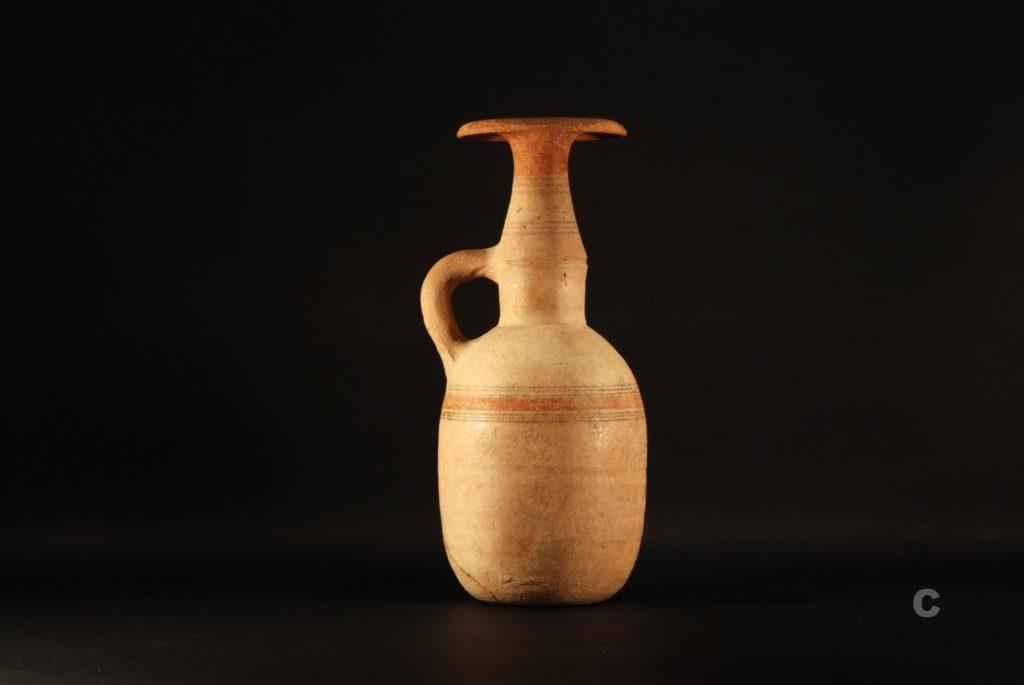Ceramica funeraria fenicia: brocca con orlo a fungo, circa 620- 550 a.C (Fonte: Antiquarium Arborense)