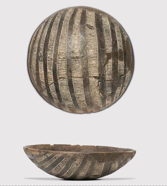 Scodella emisferica della cultura di Ozieri rinvenuta a Cuccuru is Arrius (fonte Moravetti 2017, figg. 4-5, p. 69)