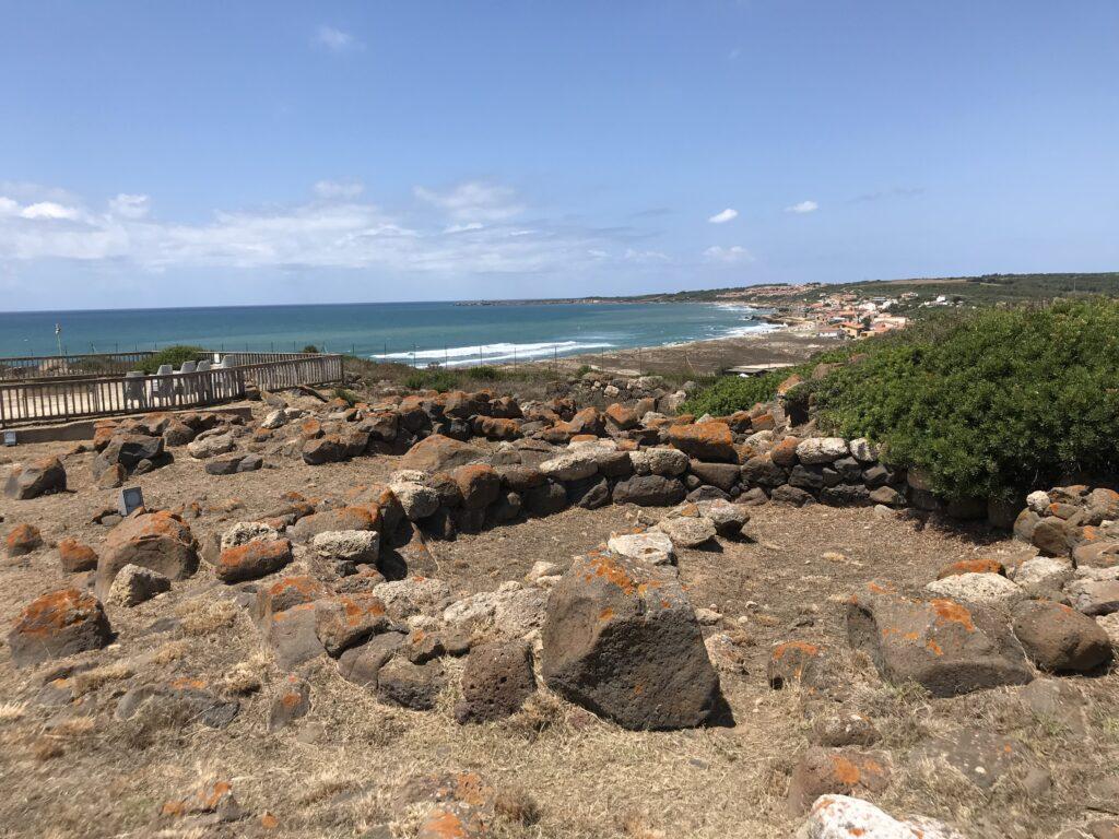Visuale del sito nuragico di Murru Mannu, all'interno dell'area archeologica di Tharros (fonte: Mare Calmo)